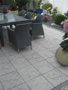 Optima Platte in Weiß-Schwarz Oberfläche in Edelsplitt- oder in marmorierter Oberfläche.