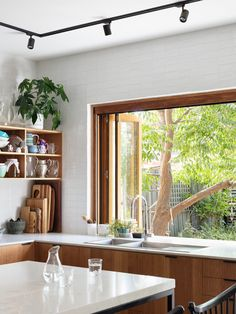 The Design Files – A Sustainable Home, Designed To Connect To Community. Photo … The Design Files – A Sustainable Home, Designed To Connect To Community. Home Renovation, Home Remodeling, The Design Files, Küchen Design, Design Ideas, Style At Home, Minimalism Living, California Bungalow, Street House