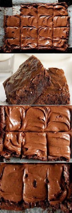 "Unos brownies que ""Literalmente"" se derriten en tu boca. #brownies #browniedechocolate #chocolatelovers #postres #cheesecake #cakes #pan #panfrances #panettone #panes #pantone #pan #recetas #recipe #casero #torta #tartas #pastel #nestlecocina #bizcocho #bizcochuelo #tasty #cocina #chocolate Si te gusta dinos HOLA y dale a Me Gusta MIREN..."