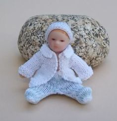 how to: crochet mini baby outfit