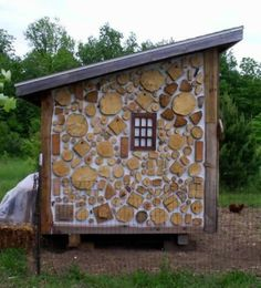Cordwood veneer chickencoop by Tom Huber of Watervliet, Michigan. Tom painted the OSB board with white paint and then glued and screwed 1.5 inch cordwood discs onto the OSB board.