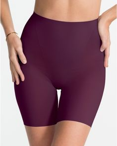 The Spanx Difference The most comfortable innovation around…now in print and color! This utra-thin short fits like a second skin, combining comfortable smoothing with the flattest fit ever. But don't take our word for it...trust your Thinstincts!Slimming LevelSMOOTHHow to Wear It Wear this short for a lightweight fit and a smooth look under your favorite work-to-weekend dresses.