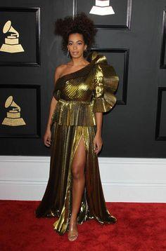 cd75d669756 Beyoncé kuin punainen discopallo ja muut Grammy-gaalan upeat