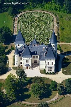 Andrássy Castle - built between 1880 and 1885 to the order of Count Gyula Andrássy, the first Hungarian prime minister of Austria-Hungary Castle Ruins, Castle House, Medieval Castle, Beautiful Castles, Beautiful Buildings, Beautiful Places, Versailles, Budapest, Castle In The Sky