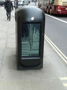 "Poubelle connectée et plantée... #IoT via @Yves-armel Martin | Initial source (Twitter) : @BenNunney ""We live in a world where even trash cans can kernel panic. pic.twitter.com/5iNwob2806"""