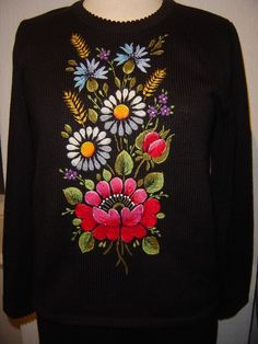 DSC00886 Fabric Paint Designs, Fabric Design, Embroidered Clothes, Embroidered Flowers, Folk Embroidery, Embroidery Patterns, Wool Quilts, Dress Clothes For Women, Cross Stitch Designs