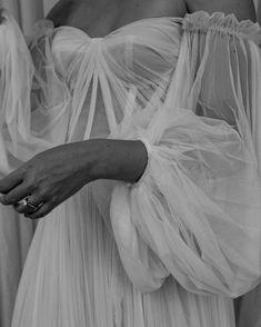 wedding dress modern Wedding Dress Directory auf I - weddingdress Wedding Bells, Wedding Gowns, Glitter Wedding, Mariana Hardwick, Textiles Y Moda, Dream Wedding, Wedding Day, Church Wedding, Wedding Rings