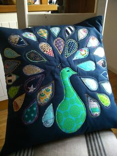 Totally Tutorials: Tutorial - How to Sew a Peacock Cushion Cover Applique Cushions, Patchwork Cushion, Sewing Pillows, Quilted Pillow, Diy Pillows, Patchwork Quilting, Decorative Pillows, Quilts, Peacock Quilt