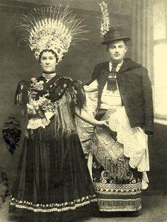Balassa–Ortutay: Hungarian Ethnography and Folklore / Upper Hungary Art Costume, Folk Costume, Vintage Photographs, Vintage Photos, Hungarian Embroidery, Folk Dance, Wedding Costumes, Bridal Photography, My Heritage