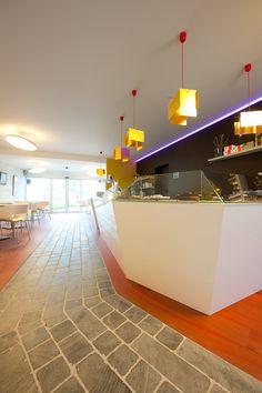 www.kove.be Chocolaterie, koffieterie in Machelen aan de leie met Roger Raveel in de hoofdrol.