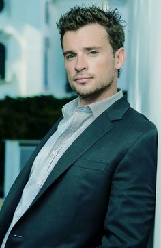 Tom Welling. Tom was born on 26-4-1977 in Putnam Valley, New York. He is an actor, known for Smallville, Cheaper by the Dozen, The Fog, and Cheaper by the Dozen 2.