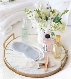 29 Awesome Guest Room Essentials and Tips – HomyBuzz - Modern Guest Room Decor, Bedroom Decor, Seaside Bedroom, Guest Room Essentials, Vanity Decor, Vanity Tray, Makeup Rooms, Tray Decor, Home And Deco