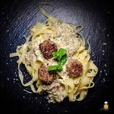 Schnelles Pasta Gericht mit Hack: Tagliatelle mit Minz-Hackbällchen und Kräutersauce