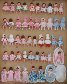 Ari dolls, history and a second youth. Victorian Dollhouse, Dollhouse Dolls, Miniature Dolls, Modern Dollhouse, Miniature Houses, Old Dolls, Antique Dolls, Doll Toys, Baby Dolls