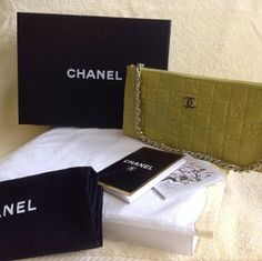 Chanel Wallet In Chain Apple Greeb Wristlet on Sale, 38% Off | Wristlets on Sale at Tradesy