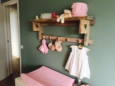 babykamer meisje steigerhout