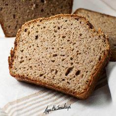 Jeśli nigdy nie próbowałaś/ nie próbowałeś pieczenia chleba, bo uważałaś/ uważałeś, że: a) pieczenie zajmuje (za) dużo czasu, b) żaden chleb Ci nie wyjdzie, bo jesteś antytalentem piekarniczym, c) chleby bezglutenowe są paskudne w smaku i nie umywają się do tych z glutenem, to ten przepis jest właśnie dla Ciebie! Nie potrzebujesz żadnego robota, żadnego… Bread Recipes, Cooking Recipes, Lactose Free Recipes, Emergency Food, Polish Recipes, Baked Goods, Food To Make, Food And Drink, Yummy Food