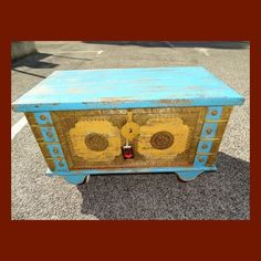 £ 497 turquoise and yellow chest on wheels   Dimensions : L 89 x W 46 x H 53 Cm Wood / material : Solid mango