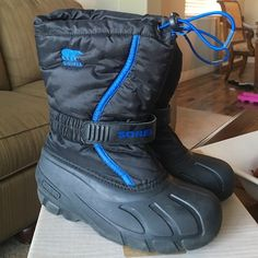 BOYS Youth Sorel Snow Boots Excellent condition. These would fit approximately a 7-9 year old. SOREL Shoes Winter & Rain Boots