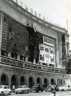 Cinema Capitolio Parque Mayer Lisboa Vintage Movie Theater, Vintage Movies, Richard Hamilton, Old Movies, Lisbon, The Past, Art Deco, Groupes, New York