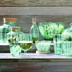 Une vaisselle ecoloConçu à partir de verre et de bois recyclé, ce service de table à la touche écolo fera fureur sur notre table printanière. Service de table collection « Mia », à partir de 10 €, LSA