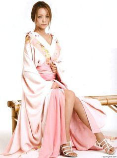 Personally, I adore Han Fu and Uighur dresses. I prefer my Korean actor(esse)s in modern wear unless the period drama is so far back that they wear Chinese clothing instead of Hanboks; Japanese Beauty, Asian Beauty, Prity Girl, Chinese Clothing, Japan Girl, Yukata, Photoshoot Inspiration, Beautiful Asian Women, Aesthetic Fashion