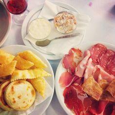 Gnocchi fritti, tigelle, lardo, squacquerone and salumi misti ..Cheers! - Instagram by @uccellina03