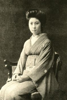 Japanese antique photograph. Yuko.   Yuko is a daughter of the Shinto priest of the Izumo big shrine.   This photograph is a thing of the Meiji era.
