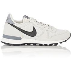 Nike Internationalist Sneakers (315 BRL) ❤ liked on Polyvore featuring shoes, sneakers, white, white sneakers, round toe sneakers, lace up sneakers, nike and round cap