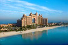 Dubai, Palm Jumeirah: Atlantis The Palm FFFFF on kuin satujen linna. #Dubai #Atlantis_The_Palm www.finnmatkat.fi