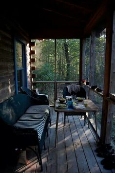 Cabin Fever Rustikale Veranda, das ist super Give Your Home Office A Spring Makeover Do you get the Outdoor Spaces, Outdoor Living, Outdoor Decor, Outdoor Sheds, Outdoor Kitchens, Casa Hipster, Cabin Porches, Front Porches, Country Porches