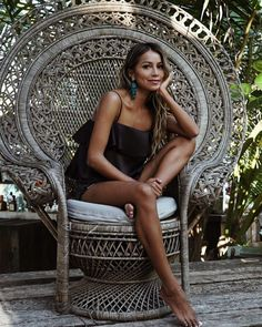 "JULIE SARIÑANA on Instagram: ""Chair goals @shop_sincerelyjules / top"""