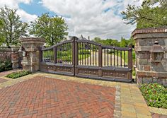 Selection of the best driveway gate ideas and designs available. Metal, wrought iron, wooden driveway gates - designs and layouts. Steel Gate Design, House Gate Design, Gate House, Front Gates, Entrance Gates, House Entrance, Driveway Entrance Landscaping, Driveway Gate, Stone Driveway