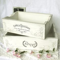 33 Best Wooden Home Accessories Unique - Room Dekor 2020 Vintage Box, Shabby Vintage, French Vintage, Vintage Metal, Shabby Chic Farmhouse, Shabby Chic Decor, Wood Crates, Wooden Boxes, Fun Crafts