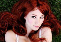 Rojo Rubí Inteligente, sexy y apasionado, lo tienes todo. ¡El color de pelo rojo rubí te encajará perfectamente! Dile adiós a tu vieja imagen y hola al maravilloso rubí. ¡No te arrepentirás! Naa, muy común