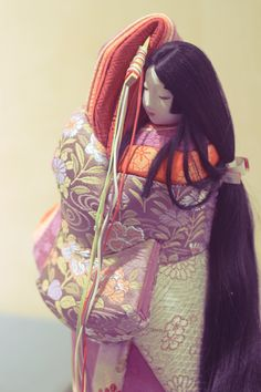 A beautiful kimekomi doll in a brocade outfit decorated with floral motifs such as chrysanthemums and pinks. Japanese Doll, Vintage Japanese, Antique Dolls, Vintage Dolls, Summer Kimono, Period Costumes, Japanese Prints, Japanese Culture