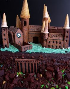 Hogwarts Gingerbread House... Dude, we need to try this
