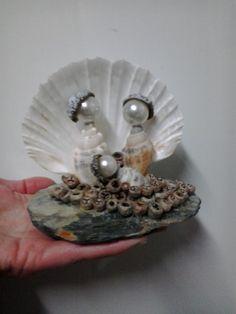 Galeria de Fotos :: ARTEPRES  - arte dos presépios Nativity Ornaments, Christmas Nativity Scene, Nativity Crafts, Xmas Ornaments, Christmas Decorations, Seashell Ornaments, Seashell Art, Seashell Crafts, Beach Crafts
