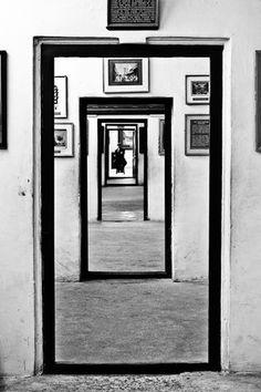 Udaipur India, Museum, Dark Fantasy, Oversized Mirror, Modern Art, Black And White, Wallpaper, White Photography, Grey