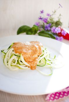 Low Carb Zoodles mit gerösteter Paprika-Rahm-Soße | Low Carb Köstlichkeiten