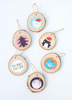 christmas-wood-ornaments - Petit & Small wood crafts for kids - Wood Crafts Painted Christmas Ornaments, Wood Ornaments, Noel Christmas, Winter Christmas, Christmas Gifts, Christmas Decorations, Cupcake Decorations, Snowflake Ornaments, Winter Snow