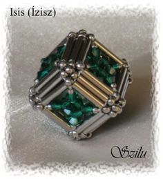 Beaded Bead cube PATTERN Isis Szilu - last image on page illustrates how to make this cube. Beaded Beads, Beaded Jewelry Patterns, Bugle Beads, Beads And Wire, Beaded Earrings, Beading Patterns, Beaded Bracelets, Bracelet Patterns, Diy Jewelry