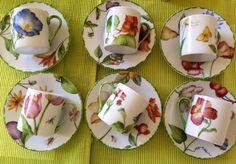 Tasses à café décor floral China Cups And Saucers, Coffee Cups And Saucers, China Painting, Ceramic Painting, Porcelain Mugs, Plates And Bowls, Botanical Prints, Ceramic Pottery, Decoration