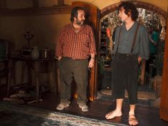 Behind the scenes photos from The Hobbit! Frodo Baggins (Elijah Wood) and Peter Jackson Fellowship Of The Ring, Lord Of The Rings, Concerning Hobbits, Frodo Baggins, Elijah Wood, O Hobbit, Desolation Of Smaug, An Unexpected Journey, Thranduil