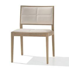 Jetzt bei Desigano.com Manila SI2130 Sitzmöbel, Stühle von Andreu World ab Euro 543,00 € Die exquisite Manila Stuhlkollektion eignet sich sowohl für den Privatbereich wie auch für öffentliche Einrichtungen.Der Stuhl besteht aus massivem Eichenholz mit gepolsterter Sitzfläche. Die niedrige Rückenlehne hat eine kreuzförmiger Absteppung.Weitere Bezüge sind auf Anfrage erhältlich! Maße in cm:- Höhe 80- Tiefe 54- Sitzhöhe 46- Breite 54