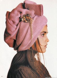 yasmintresbon: Yasmin Le Bon for Vogue UK by Patrick Demarchelier, September 1985 Yasmin Le Bon, Patrick Demarchelier, Vogue Uk, Sonia Rykiel, Missoni, Parasols, Love Hat, Facon, Pink Brown