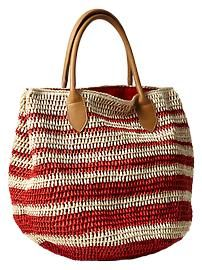 Striped straw tote from the Gap is perfect for a beach day! Crotchet Bags, Knitted Bags, Fashion Handbags, Purses And Handbags, Crochet Market Bag, Straw Tote, Crochet Handbags, Handmade Bags, Womens Tote Bags