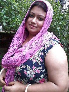 Indian Girl Bikini, Indian Girls, Sexy Older Women, Sexy Women, Aunty Desi Hot, Persian Beauties, Honeymoon Pictures, Aunty In Saree, Most Beautiful Indian Actress