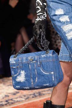 Top sete bolsas do desfile de inverno 2017 da Moschino, em Milão - Glamour | Fashion news