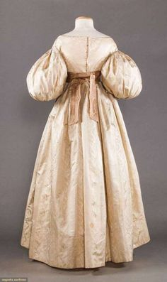 Historical Dress - 1835 wedding dress back Abito Fantasia 59e553ce855